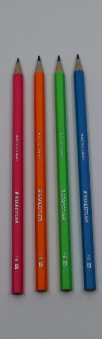 Ceruzka Staedtler Wopex neon